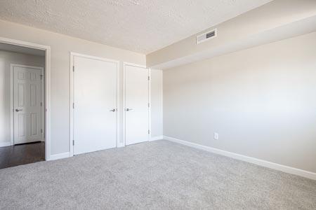 empty bedroom with carpet
